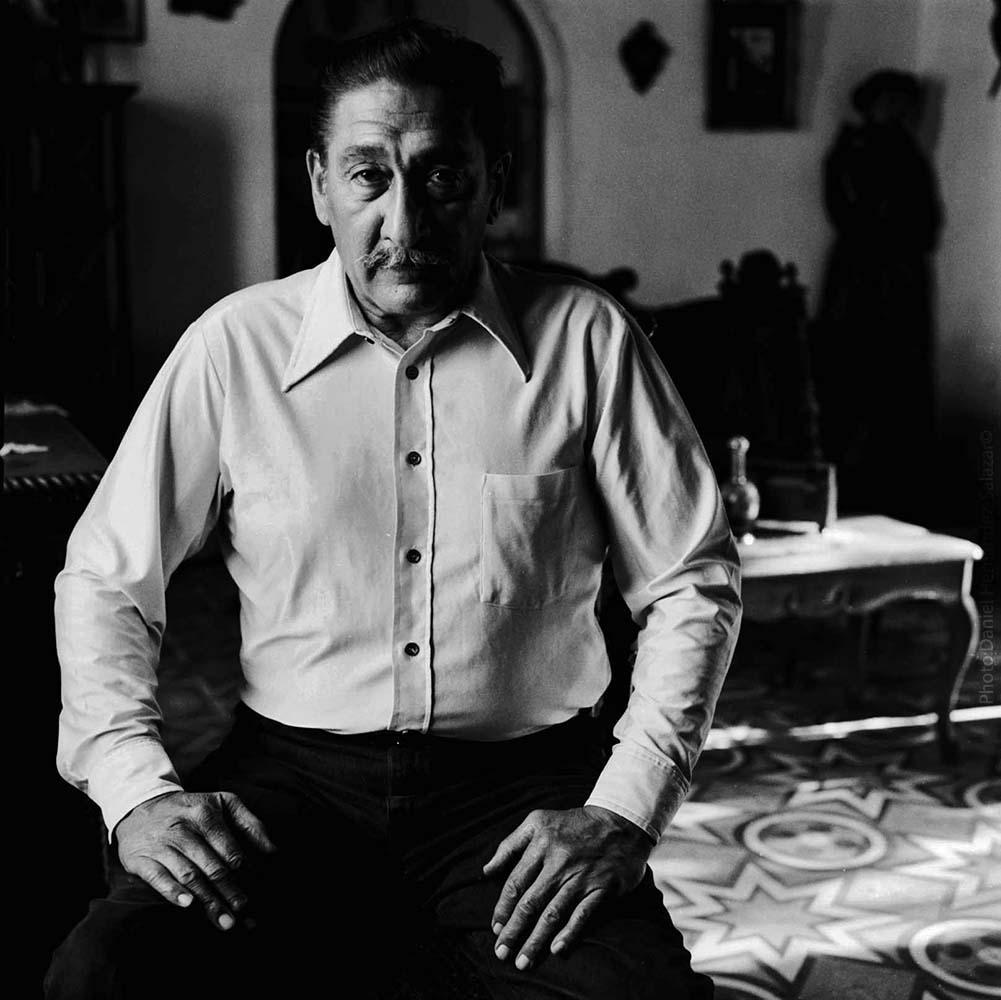 Ra˙l Carrillo en la casa de Manuel JosÈ Arce. 1992.
